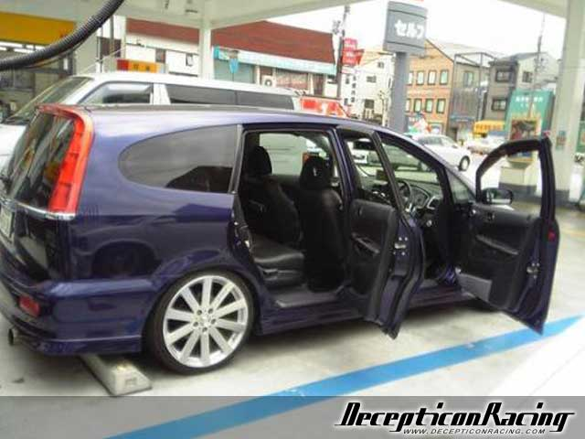 2001 Honda Stream IS Modified Car Pictures