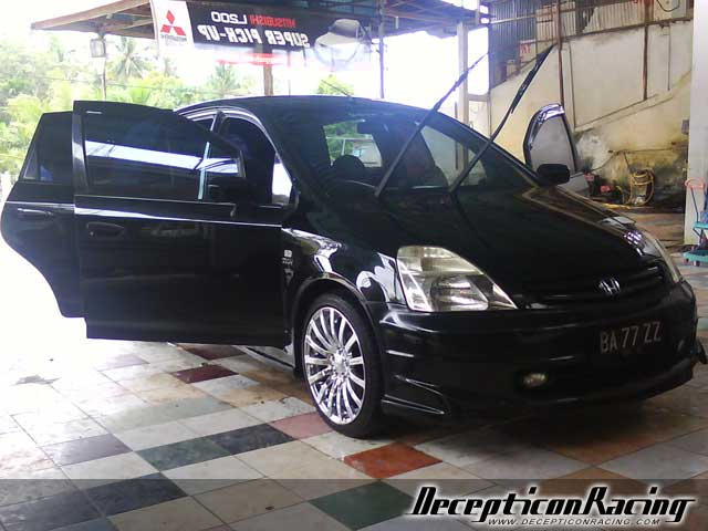 hahnz's 2002 Honda Stream Modified Car Pictures